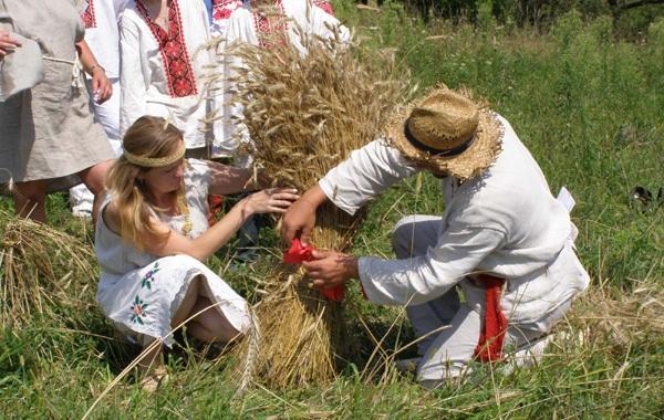 http://admin.ui.ua/content/images/tradicii-obryady/kalendarnye-obryady/agrarnye_spasova_boroda.jpg