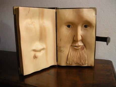 Скульптуры-книги из дерева