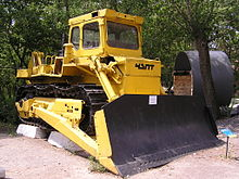 https://upload.wikimedia.org/wikipedia/commons/thumb/7/7b/T-33_bulldozer_of_ChZPT_in_museum_of_dfdc_015.jpg/220px-T-33_bulldozer_of_ChZPT_in_museum_of_dfdc_015.jpg