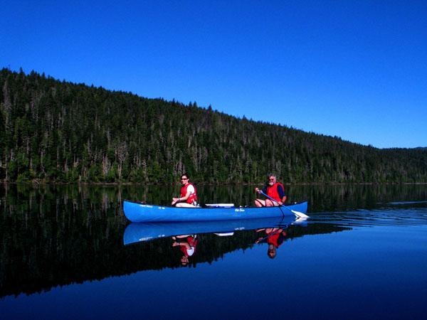 http://online-clubs.com/images/canoeing-kanoe.jpg
