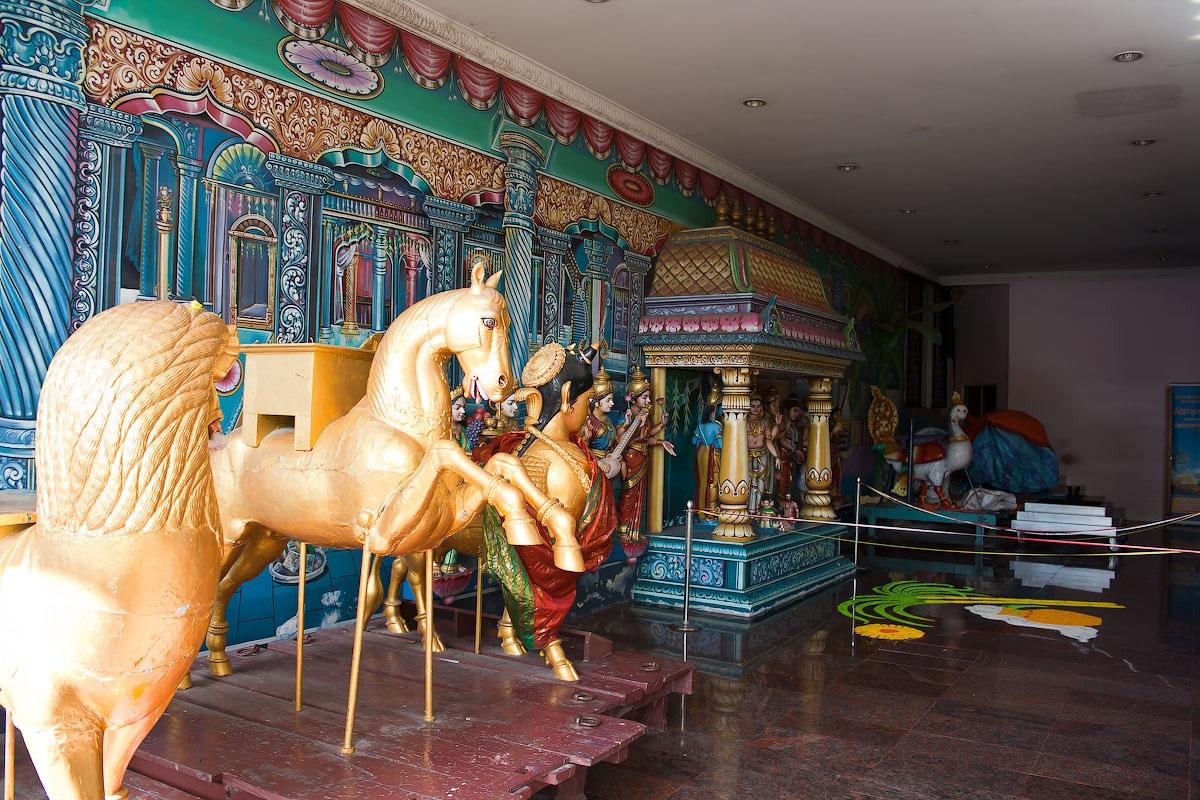 Малайзия. Пещеры Бату - индуистский храм.