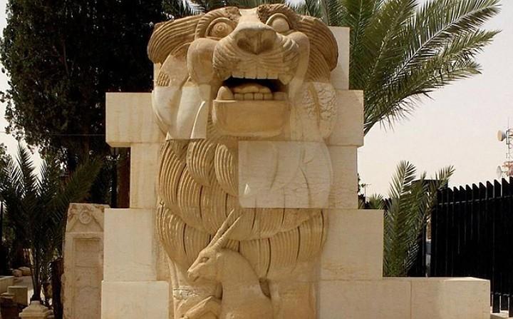 27 июня боевики ИГИЛ сносят статую «Лев Аллат»