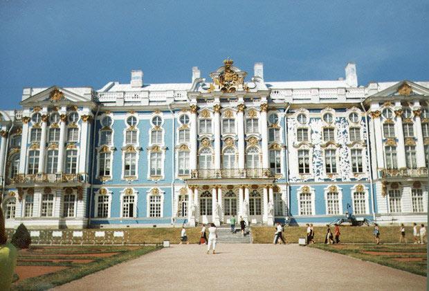 http://900igr.net/datai/mkhk/Barokko-v-Peterburge/0011-015-Dvortsy-v-stile-russkoe-barokko.jpg