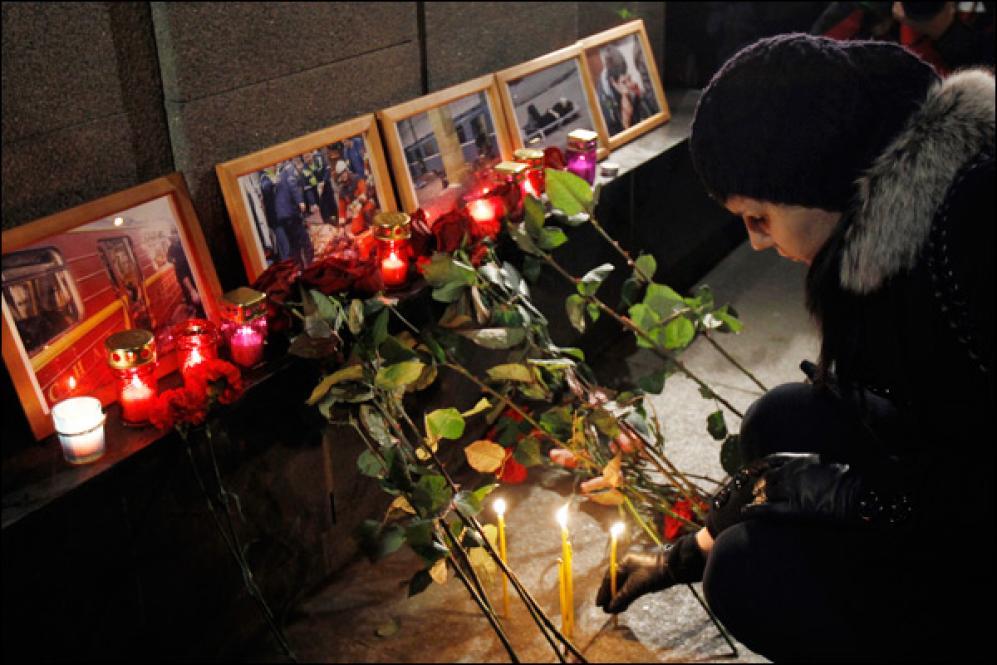 ФотоДень.info: В Москве скорбят по погибшим во время терактов в метрополитене