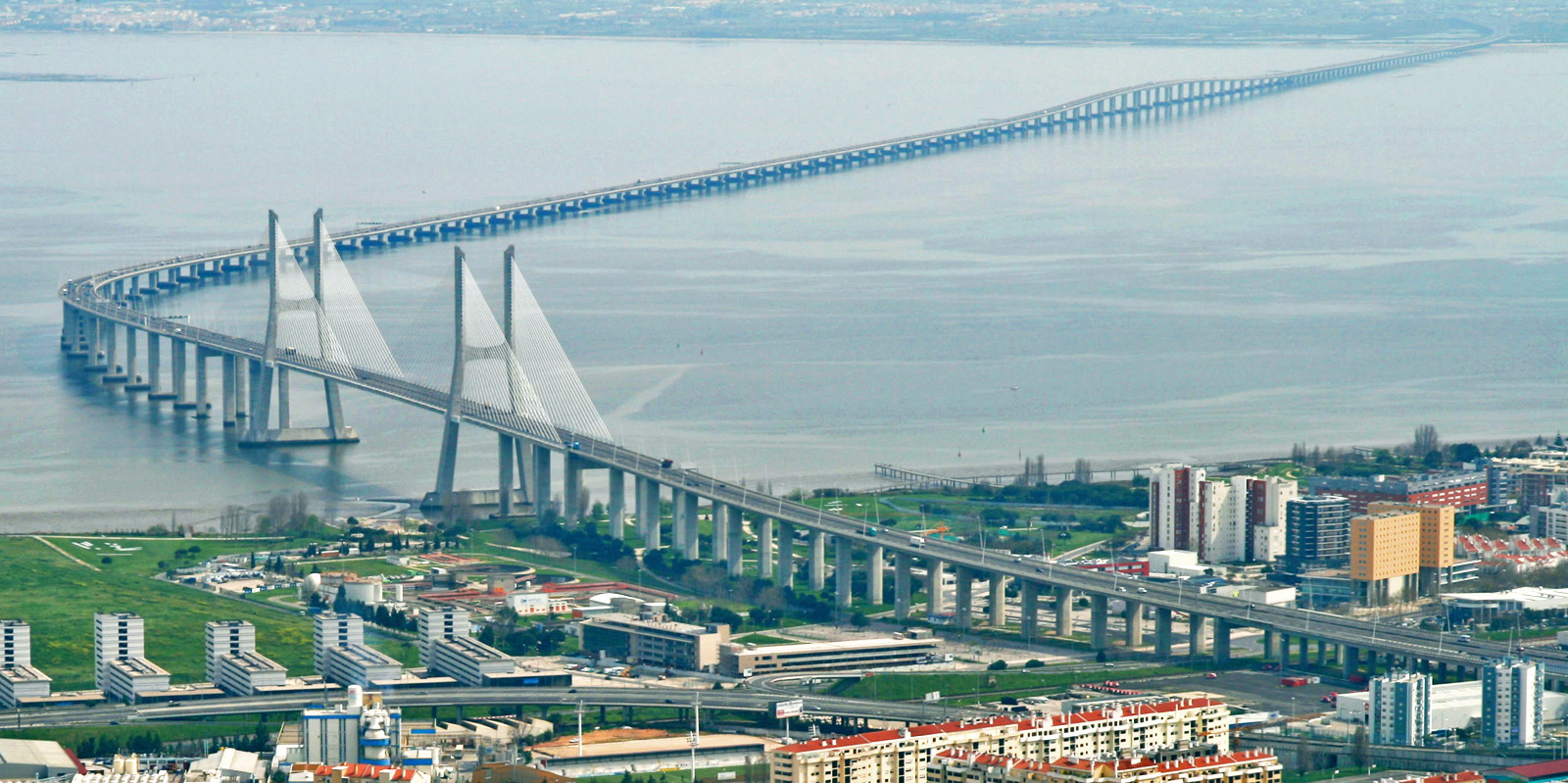 C:\Users\Нурая\Desktop\на открытый урок\Vasco-da-Gama-bridge.jpg