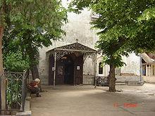 http://upload.wikimedia.org/wikipedia/commons/thumb/4/4c/St._Kevork_Armenian_Apostolic_Church%2C_Tbilisi_-_Entrance.JPG/220px-St._Kevork_Armenian_Apostolic_Church%2C_Tbilisi_-_Entrance.JPG