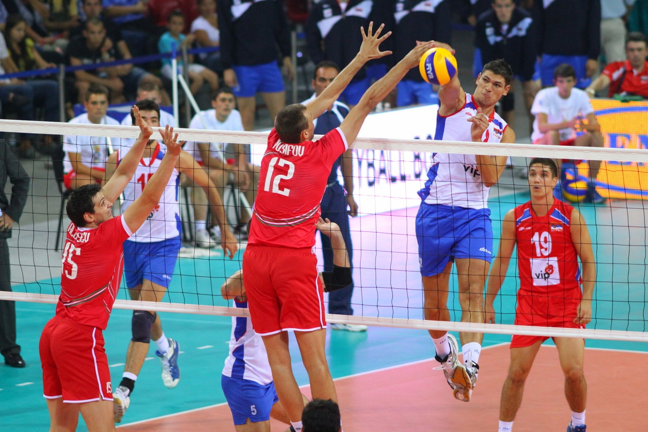 https://upload.wikimedia.org/wikipedia/commons/thumb/6/6a/Bulgaria-serbia_volley_2012.jpg/1920px-Bulgaria-serbia_volley_2012.jpg