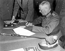 https://upload.wikimedia.org/wikipedia/commons/thumb/8/89/Wilhelm_Keitel_Kapitulation.jpg/220px-Wilhelm_Keitel_Kapitulation.jpg