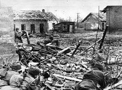 https://upload.wikimedia.org/wikipedia/commons/thumb/9/96/StalingradRus.jpg/250px-StalingradRus.jpg