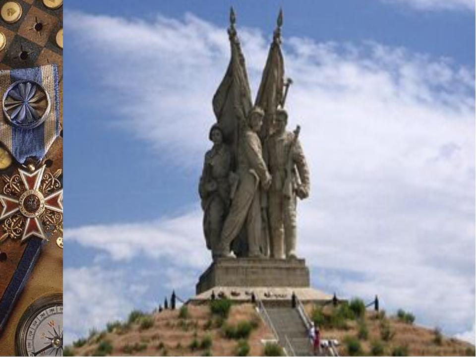 В 1953 году Евгений Вучетич устанавливает монумент «Соединение фронтов» в...