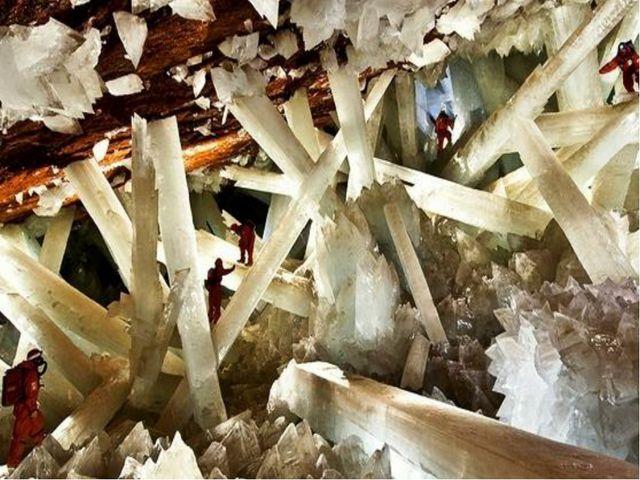 Самые крупные кристаллы существуют в Мексике, в двух пещерах. На глубине боле...