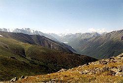 https://upload.wikimedia.org/wikipedia/commons/thumb/a/a1/Altai_Kutscherla-Tal_und_See.jpg/250px-Altai_Kutscherla-Tal_und_See.jpg
