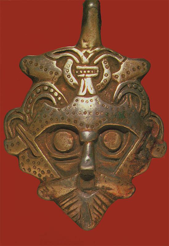1. Серебряная подвеска из клада X в., найденного в 1868 г. в Гнездово под Смоленском.