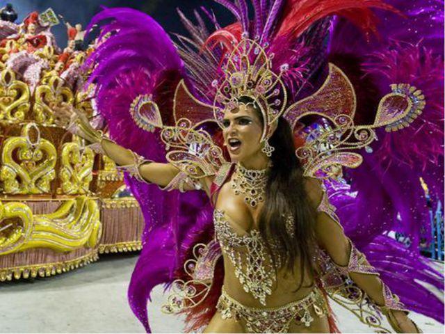 Карнавал в Бразилии - это такое событие, на которое миллионы людей мечтают по...