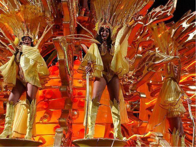 Изначально музыкальным сопровождением карнавала были португальские народные п...