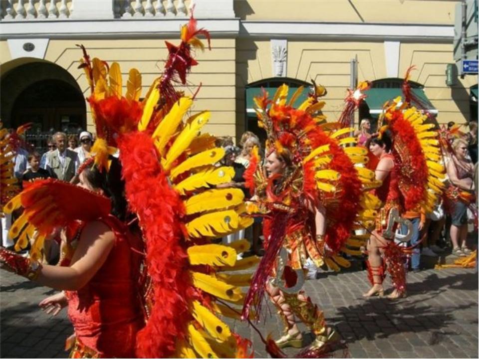 Когда на смену язычеству пришло христианство, на многие традиции и праздники...
