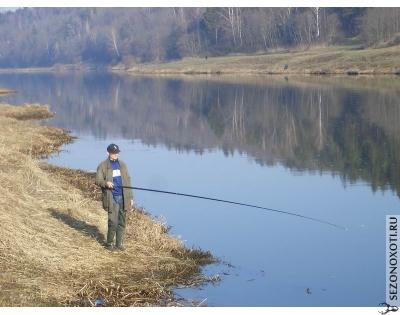 поплавной удочкой рыбалка.jpg