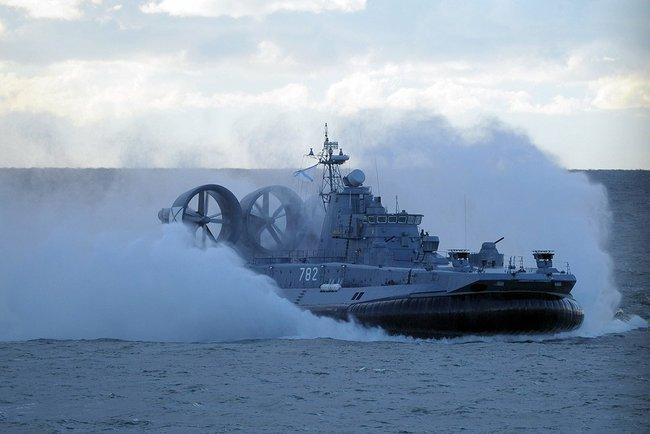 Десантный корабль на воздушной подушке «Мордовия» проекта 12322 «Зубр» на военных учениях «Запад-2013». 26 сентября 2013 года.