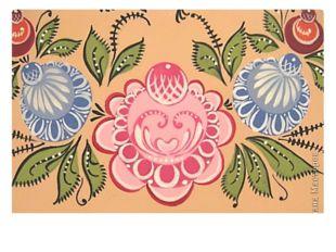 Эти сценки украшены диковинными цветами: яркими розанами, купавками, зелёными