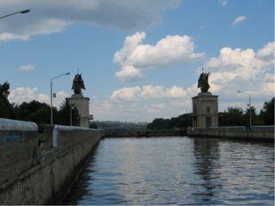 На реках Европейской части построены каналы Канал имени Москвы между р.Москво