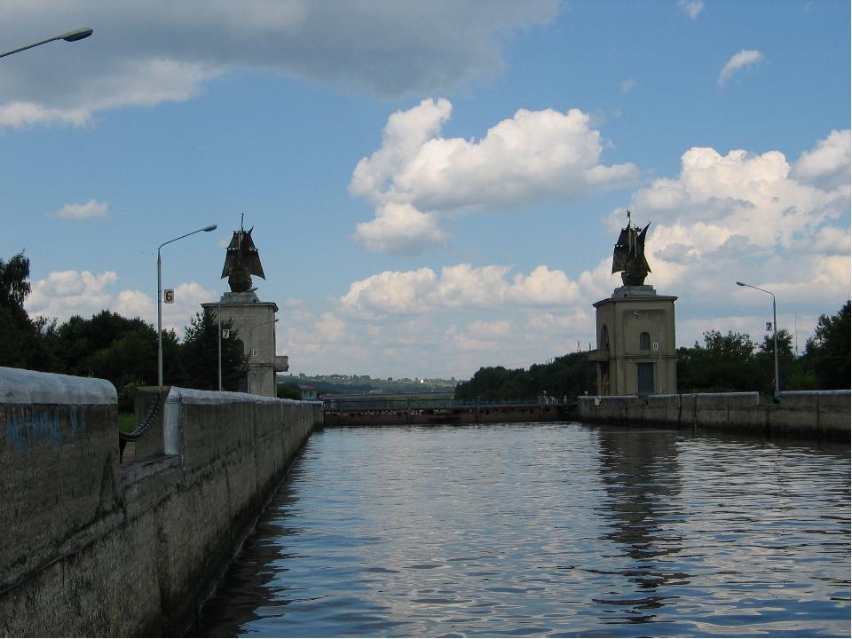 На реках Европейской части построены каналы Канал имени Москвы между р.Москво...