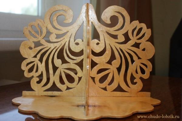 http://www.chudo-lobzik.ru/wp-content/uploads/2012/11/Polka_dlya_tsvetov-600x400.jpg