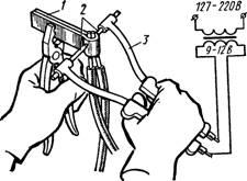 Соединение алюминиевых жил электросваркой клещами с применением обойм