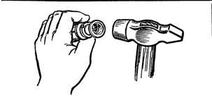 Установка гильзы дюбеля в отверстие