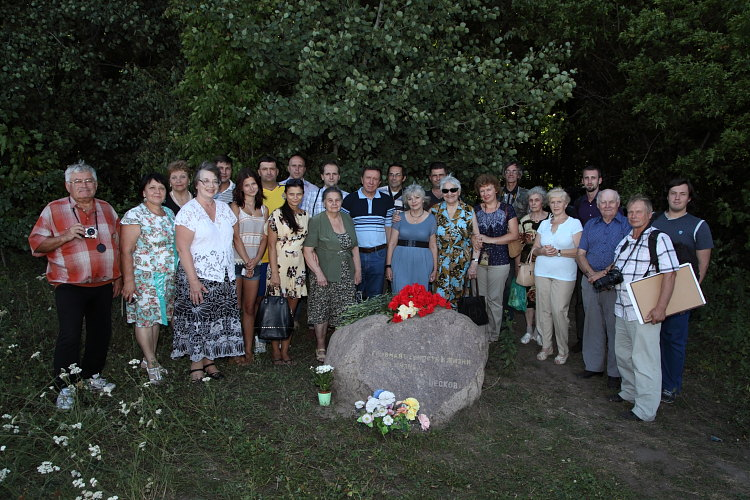 http://zapovednik-vrn.ru/images/cms/data/2015-08-12-den-pamyati/img_1799.jpg
