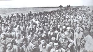Советские военнопленные под Харьковом, май 1942 года