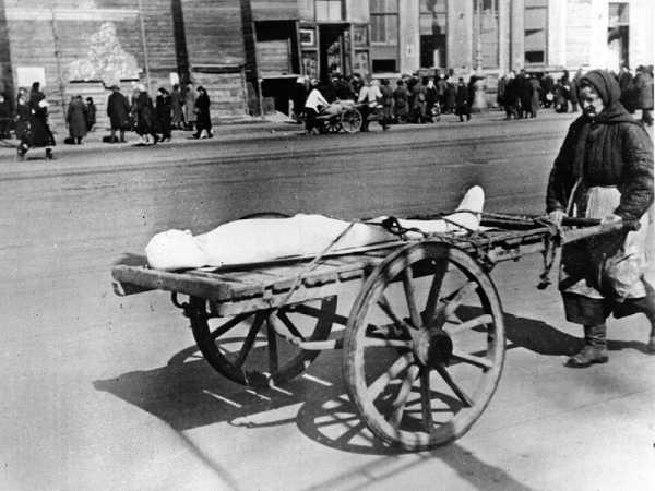 Блокада Ленинграда фото мертвых людей