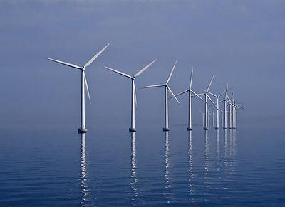 https://upload.wikimedia.org/wikipedia/commons/thumb/9/97/Middelgrunden_wind_farm_2009-07-01_edit_filtered.jpg/400px-Middelgrunden_wind_farm_2009-07-01_edit_filtered.jpg