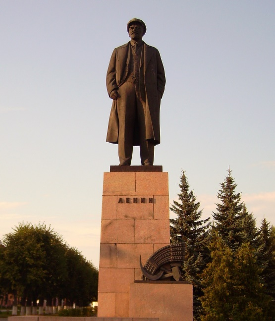 C:\Users\user\Desktop\Monument_to_Lenin_in_the_centre_of_Yoshkar_Ola.jpg