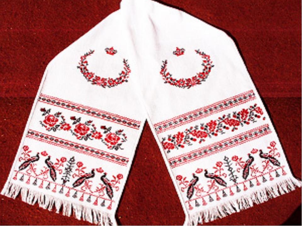 Этим рушникам и скатертям около 100 лет. Их вышивала Евдокия Карпинская, кото...