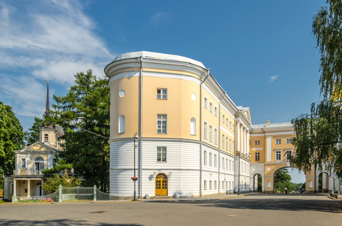 https://upload.wikimedia.org/wikipedia/commons/3/37/Liceum_building_in_Tsarskoe_Selo_02.jpg