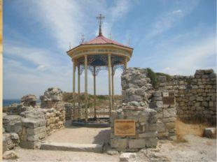 Купель баптистерия, где принял крещение князь Владимир. Раскопки в Херсонесе