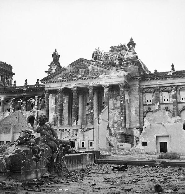 http://upload.wikimedia.org/wikipedia/commons/thumb/3/3a/Reichstag_after_the_allied_bombing_of_Berlin.jpg/596px-Reichstag_after_the_allied_bombing_of_Berlin.jpg