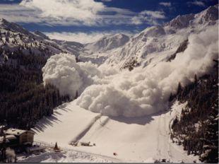 Лавина может нести со склона до миллиона тонн снега и гнать перед собой возду