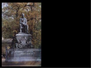 Памятник И.А. Крылову установлен в Летнем саду