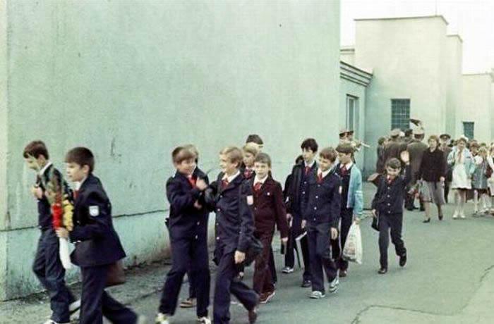 Школьная форма образца 1973 года