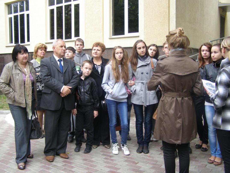 D:\Внеклассная работа по предмету\Экскурсия по ул Гоголя (Парахина Валерия, Котова Анастасия, 2012 г.)\экскурсия\P1010008.JPG