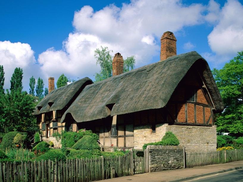 http://2.bp.blogspot.com/_EnuhExN0R9s/TGs5jrHeCUI/AAAAAAAAAYc/og_U6NUKpGg/s1600/Anne+Hathaway's+Cottage.jpg