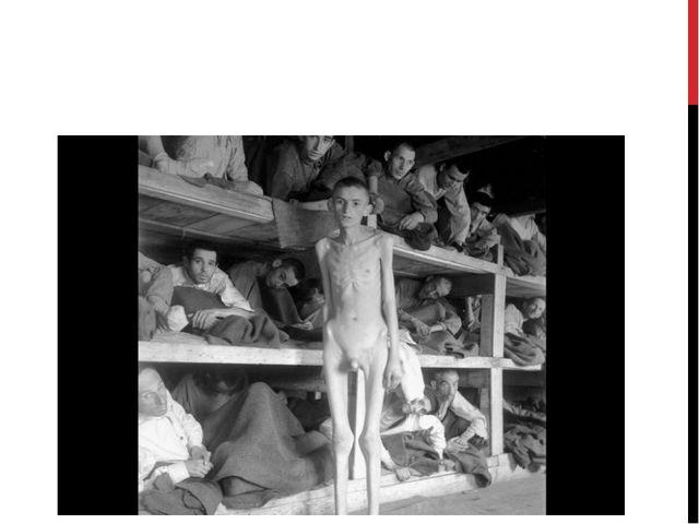 Еврейские заключенные в концентрационном лагере Бухенвальд, после освобожден...