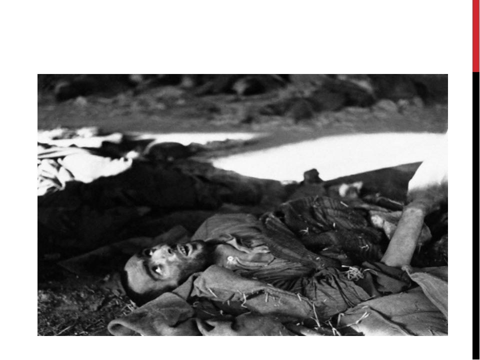Умирающий заключенный в концентрационном лагере Нордхаузен в Германии 18 апре...