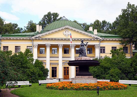 http://ens.mil.ru/images/military/military/photo/Copy-of-vma_kirova_fasad.jpg