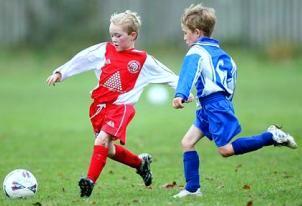 http://mndg.ru/img/deti-igraut-v-futbol.gif