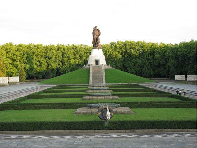 Das Denkmal den Sowjetischen Soldaten in Treptowpark