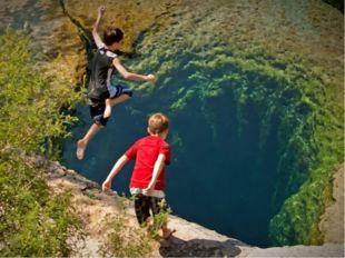 Огромные запасы пресной воды сосредоточены в виде подземных вод. В Австралии