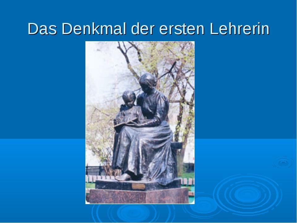 Das Denkmal der ersten Lehrerin