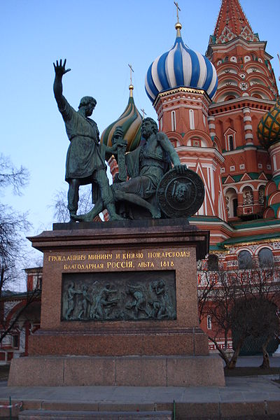 File:Monument to Minin and Pozharsky and St Basils Cthedral2.JPG